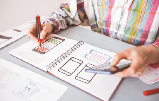 Diferencia entre desarrollo de aplicaciones web y multiplataforma portada