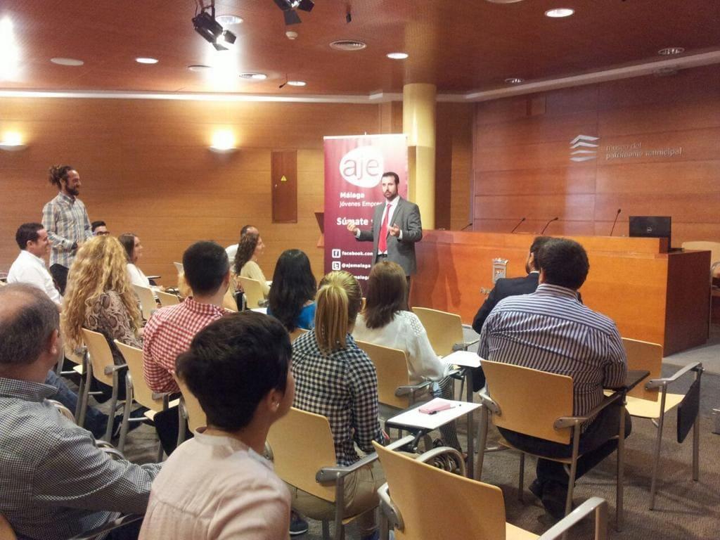 Taller de Oratoria para Emprendedores y Jóvenes Empresarios